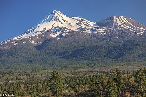 Mt Shasta (14,162 ft.)...